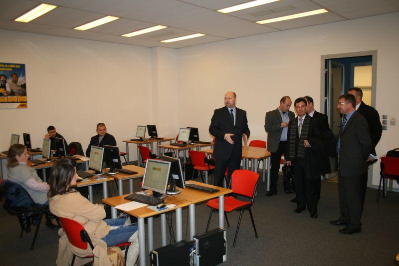 Gosti u informatički opremljenoj učionici za polaganje ispita