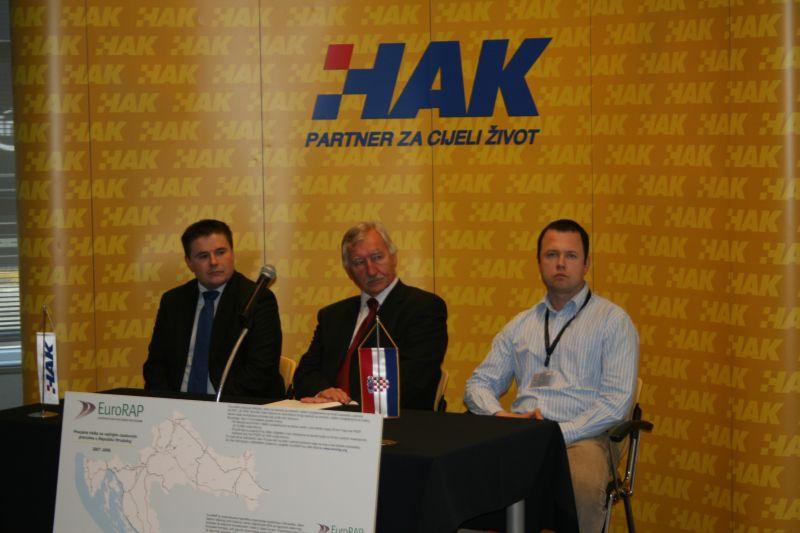 (slijeva) mr. sc. Marko Ševrović (FPZ), koordinator međunarodnih projekata u HAK-u Davor Georg Lisicin i voditelj projekta EuroRAP u HAK-u Hrvoje Pećnik