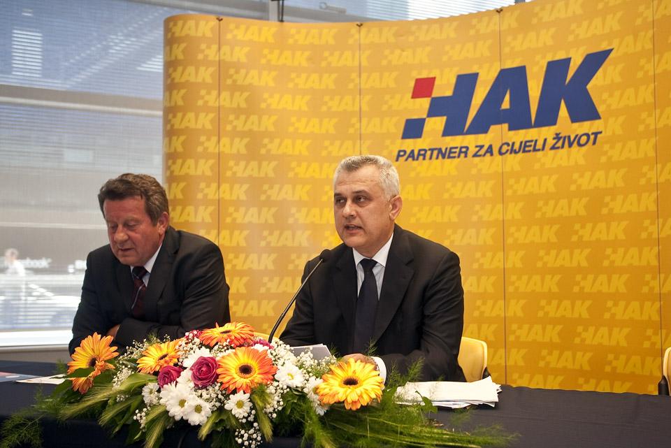Članovi radnog predsjedništva izborne skupštine, g. Slavko Tušek i g. Ivo Bikić