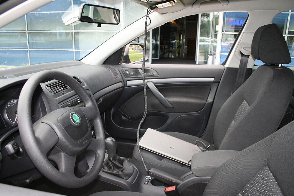 Unutrašnjost vozila opremljenog ePozivom