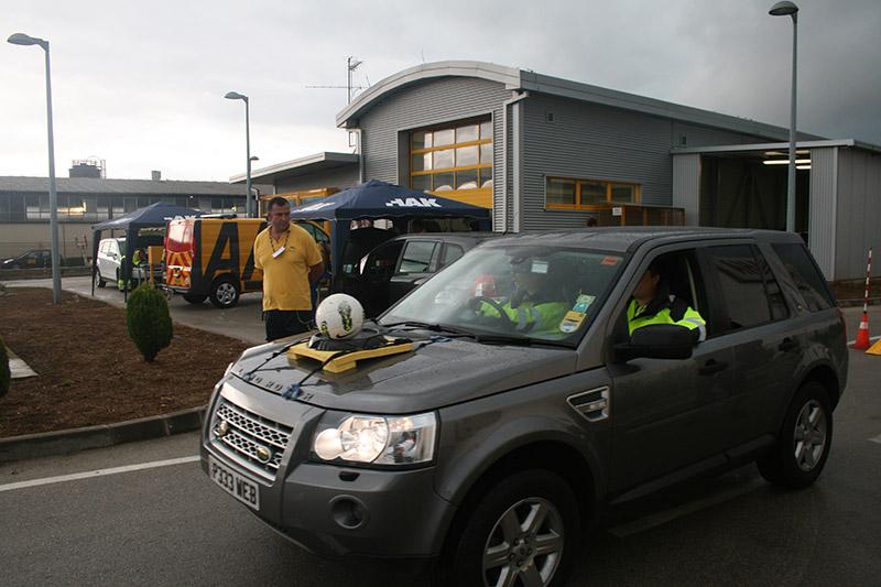 Ekipe su morale pokazati i vozačko umijeće vozeći loptu na poklopcu motora