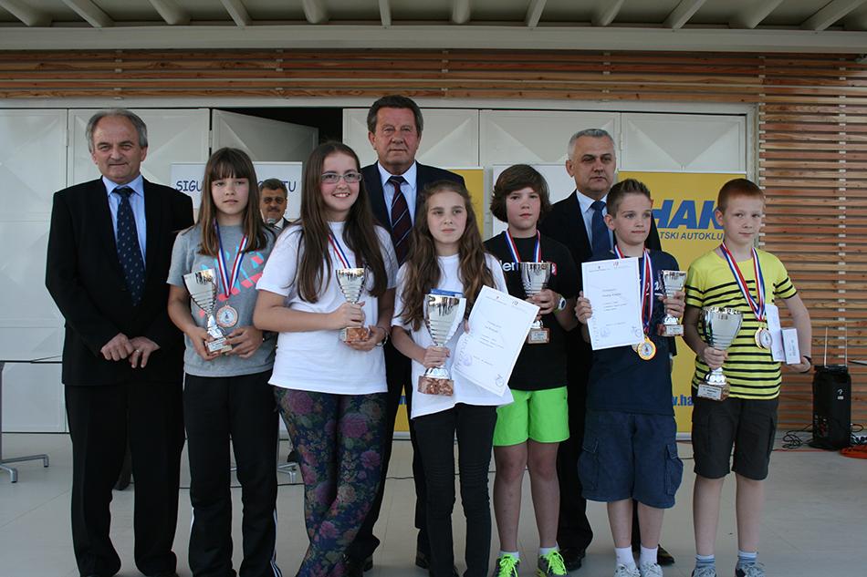 Najbolji na natjecanju u Rovinju s predstavnicima Hrvatskog autokluba