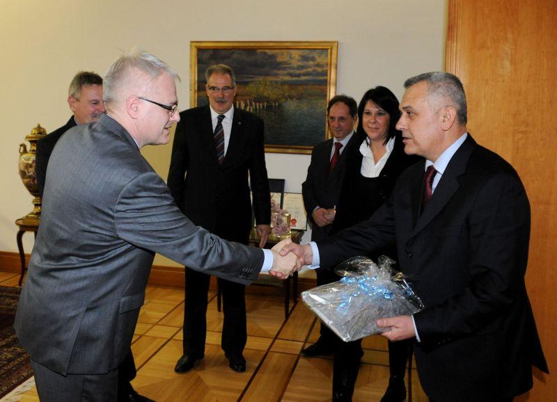 Predsjednik RH prof.dr.sc. Ivo Josipović i predsjednik Hrvatskog autokluba Ivo Bikić