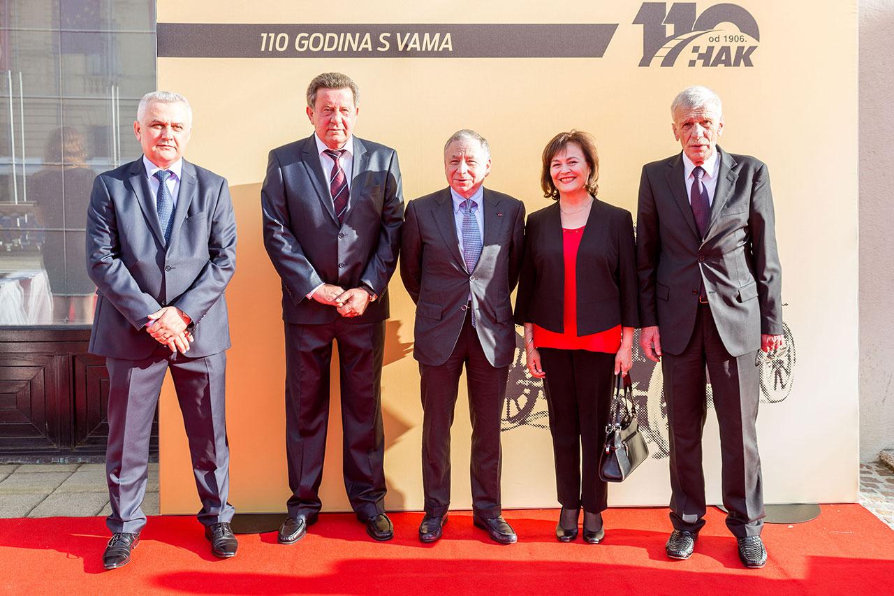 (slijeva) Zamjenik predsjednika HAK-a Ivo Bikić, predsjednik HAK-a Slavko Tušek, predsjednik FIA-e Jean Todt, međunarodni korespondent HAK-a Eva Kostevc, glavni tajnik HAK-a Zvonko Šmuk