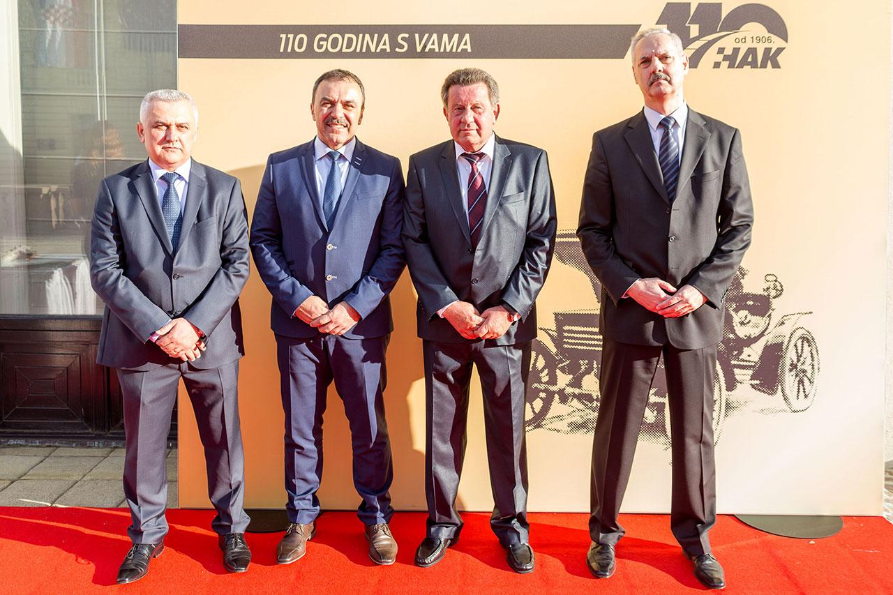 (slijeva) Zamjenik predsjednika HAK-a Ivo Bikić, ministar unutarnjih poslova Vlaho Orepić, predsjednik HAK-a Slavko Tušek i zamjenik glavnog tajnika HAK-a Željko Mijatović