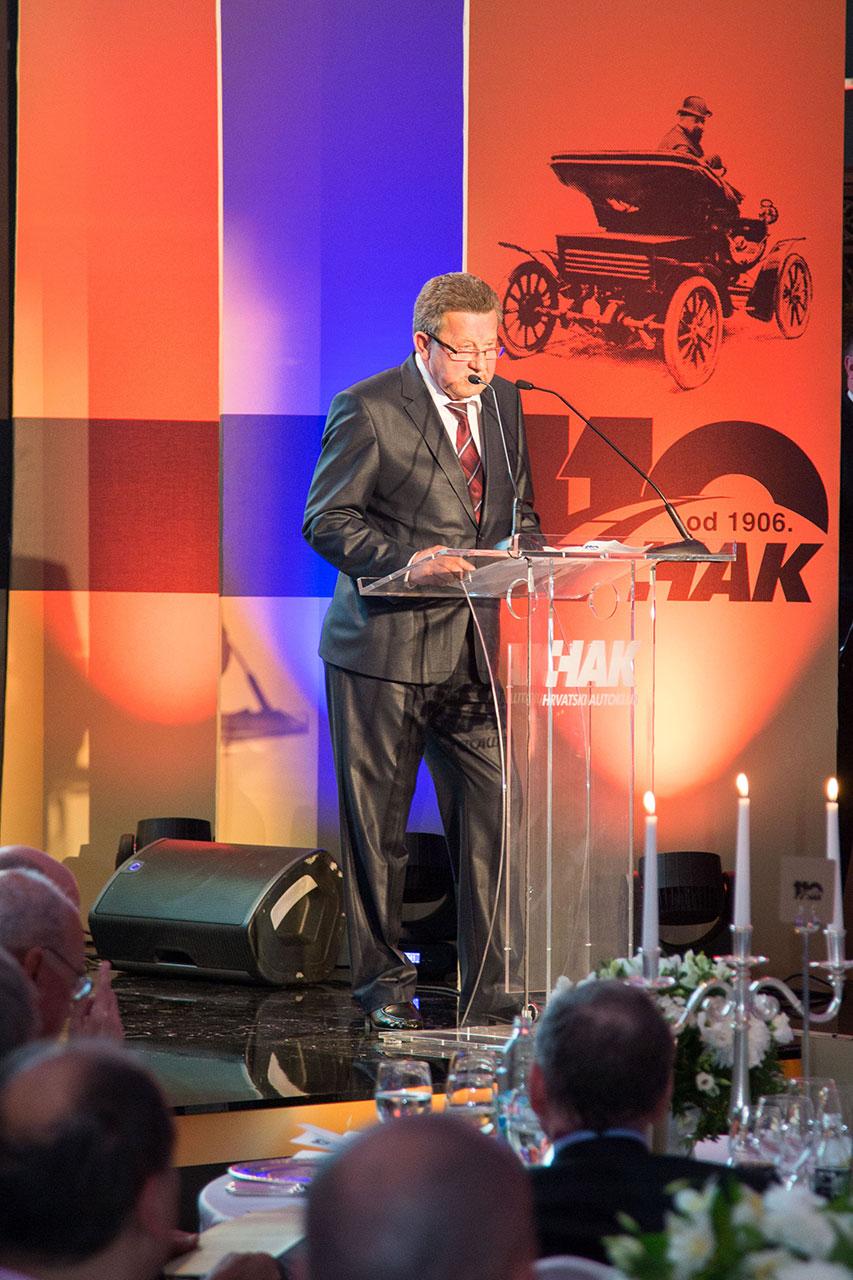 Predsjednik HAK-a g. Slavko Tušek u obraćanju okupljenima na središnjoj svečanosti u hotelu Esplanade u Zagrebu