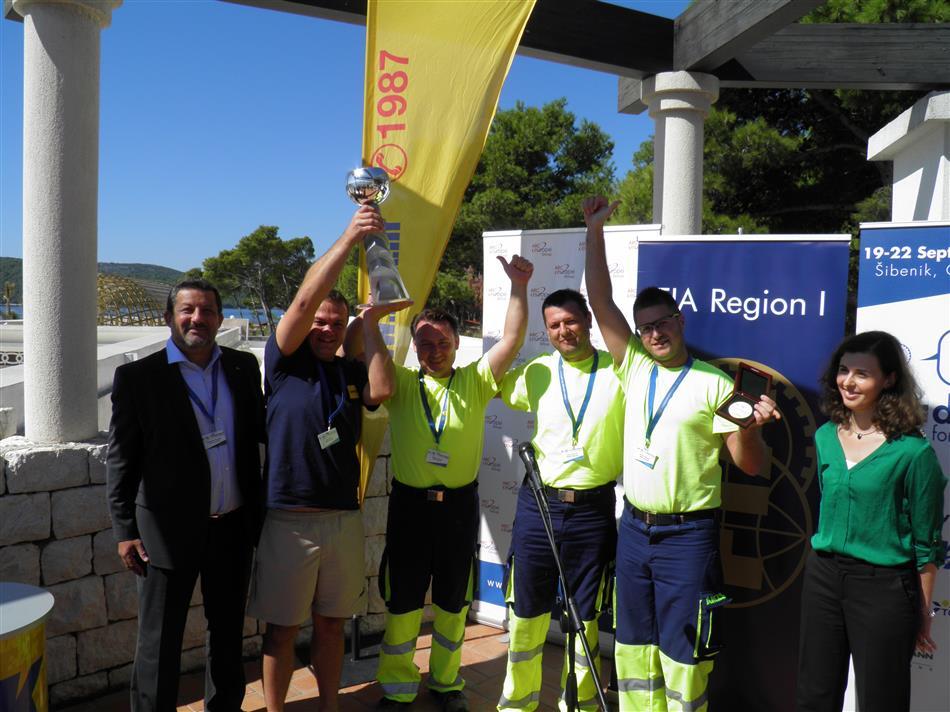 Pomoć na cesti – trening za izvrsnost (Road Patrol - Training for Excellence) - Pobjednici natjecanja ekipa AMZS-a iz Slovenije s predstavnicima ARC Europe i FIA Regije I