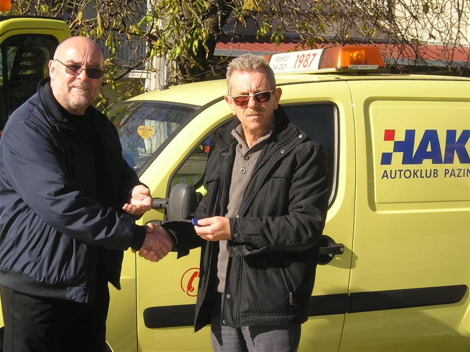 Autoklub Pazin donirao vozilo pomoći na cesti Autoklubu Dalmacija iz Sinja