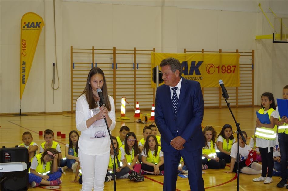Predsjednik HAK-a g. Slavko Tušek i učenica O.Š. Zadarski otoci otvaraju natjecanje