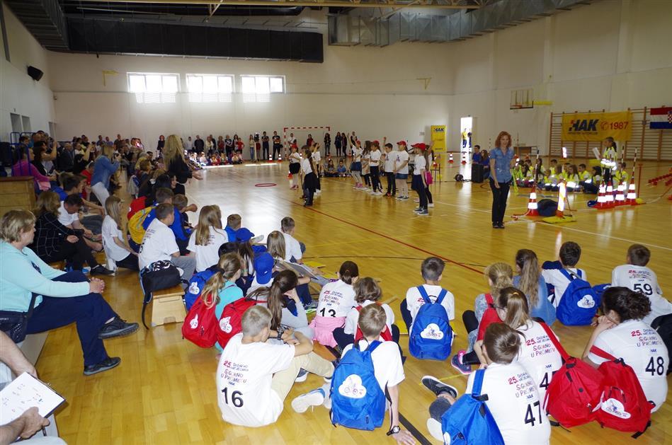 Otvorenje natjecanja su pjesmom i plesom uljepšali učenici O.Š. Zadarski otoci