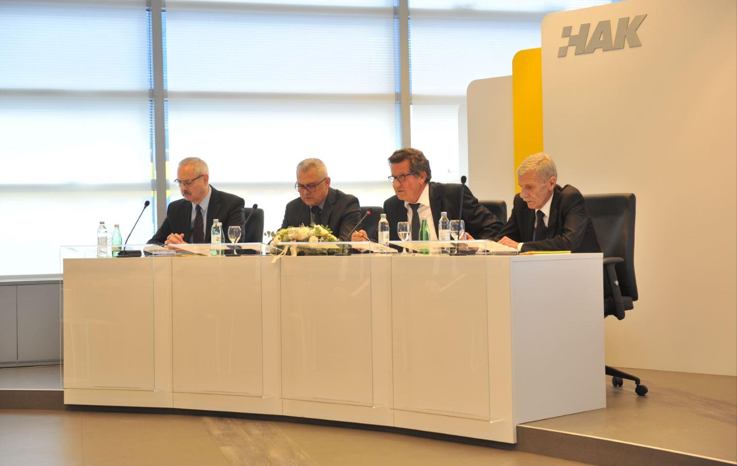 (slijeva) g. Željko Mijatović - zamjenik glavnog tajnika, g. Ivo Bikić - zamjenik predsjednika HAK-a, g. Slavko Tušek - predsjednik HAK-a, g. Zvonko Šmuk - glavni tajnik