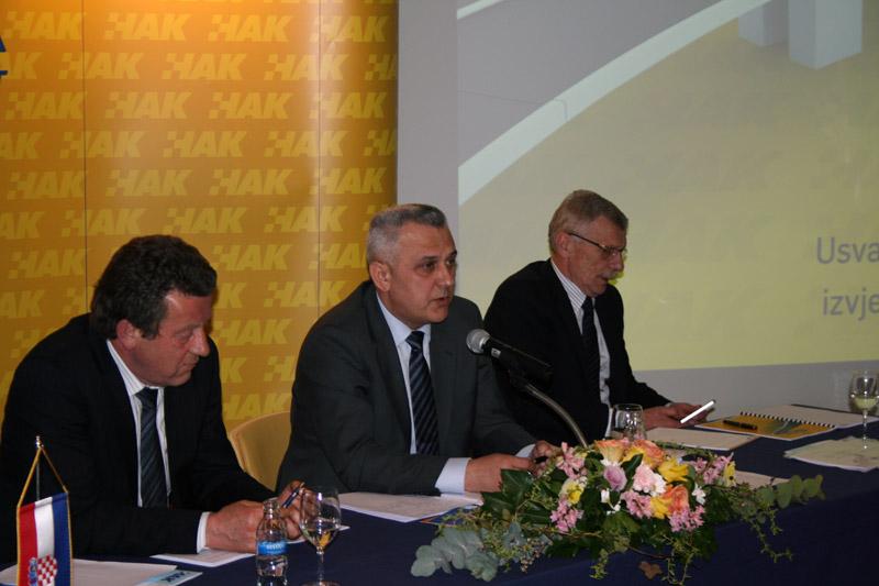 (slijeva) zamjenik predsjednika HAK-a Slavko Tušek, predsjednik HAK-a Ivo Bikić i glavni tajnik HAK-a Zvonko Šmuk