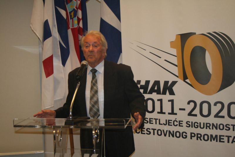 Dobitnik nagrade za životno djelo Darko Mergenthaler zahvalio se u ime svih dobitnika nagrada i priznanja