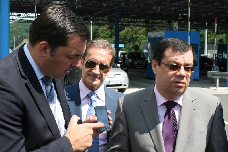 Ante Sarjanović, rukovoditelj Sektora članstva i autoklubova u HAK-u, predstavlja iPhone aplikaciju HAK-a