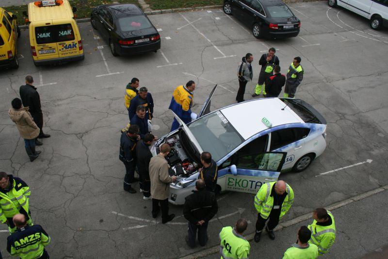 Razgledavanje hibridnog automobila