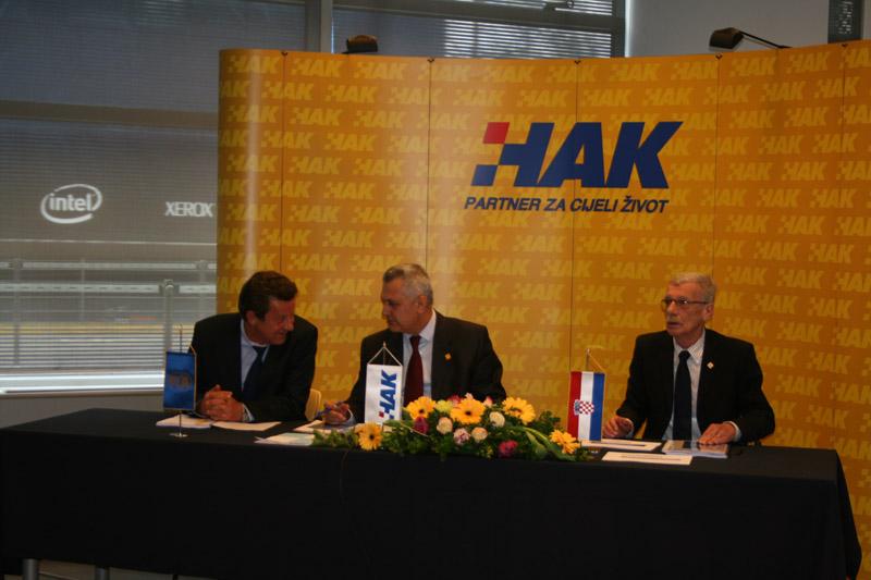 (slijeva) Slavko Tušek - potpredsjednik HAK-a, Ivo Bikić – predsjednik HAK-a i Zvonko Šmuk –glavni tajnik HAK-a