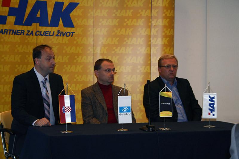 Davor Mihaljević (Essilor), primarijus Igor Petriček i Damir Novak (HAK)