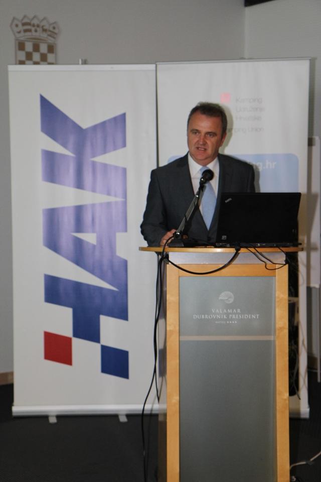 Ministar turizma Veljko Ostojić na stručnom skupu