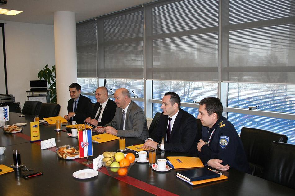 Zamjenici ministara g. Dokoza, g. Tonković i g. Antešić, sa g. Blaževićem i g. Čopom iz MUP-a.