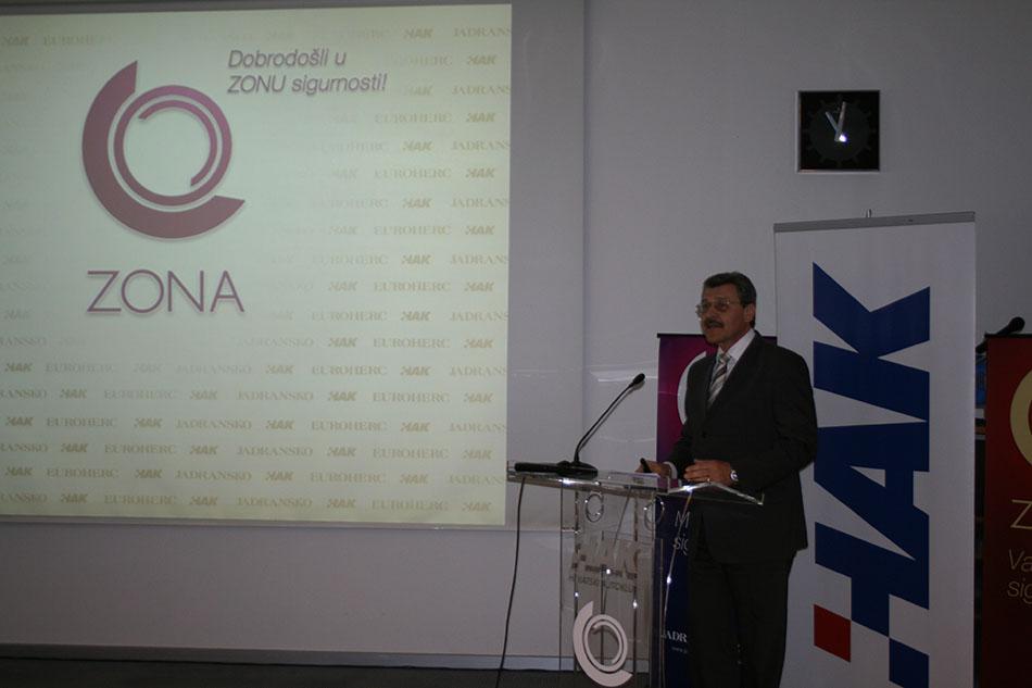 Mr. sc. Nenad Zuber izlaže rezultate istraživanja navika vozača na tiskovnoj konferenciji u HAK-u