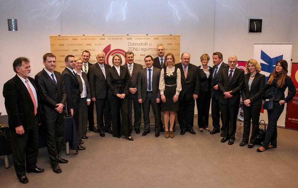 Zajednička fotografija predstavnika HAK-a te Euroherc i Jadranskog osiguranja