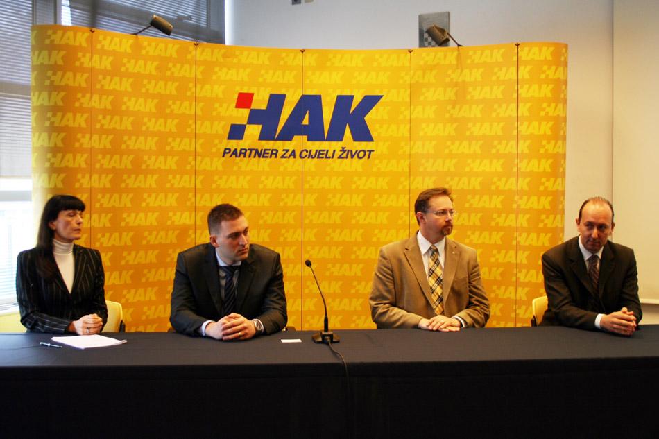 (slijeva) Leila Krešić-Jurić (HGK), Goran Baotić (HAK), prim. Siniša Varga (HZZO), Ivo Bašić (Ministarstvo turizma)