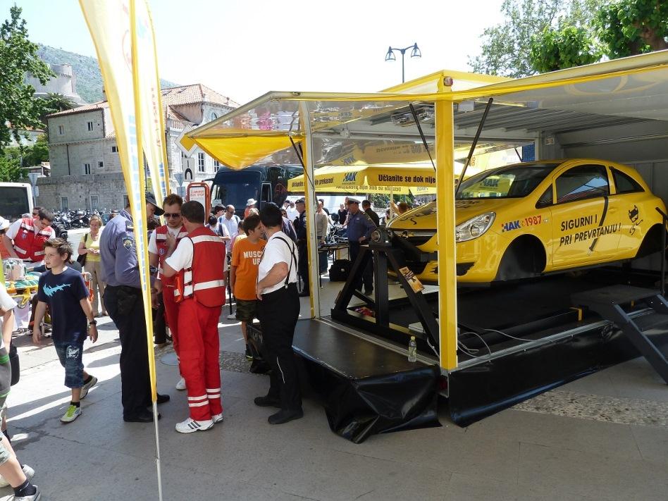 Uz Hitnu medicinsku pomoć, autoškole, moto klubove i policiju promovirali smo sigurnu vožnju.jpg