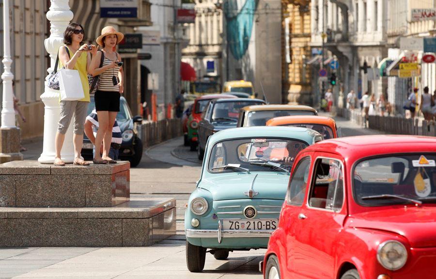Atrakivna vozila primjetili su i turisti u Zagrebu