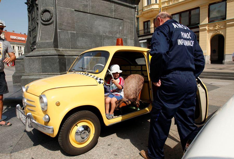 I najmanji su uživali u izloženim vozilima