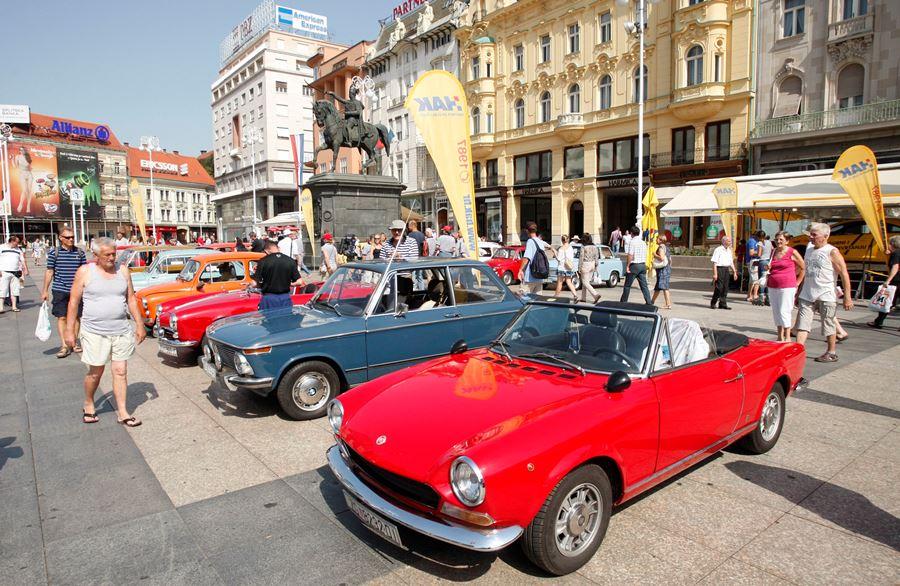 Izložena vozila na glavnom zagrebačkom trgu
