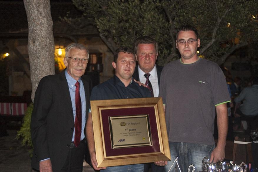 Pobjednici natjecanja g. Ivica Mucko i g. Zoran Klarić sa Predsjednikom HAK-a g. Slavkom Tušekom i glavnim tajnikom HAK-a g. Zvonkom Šmukom
