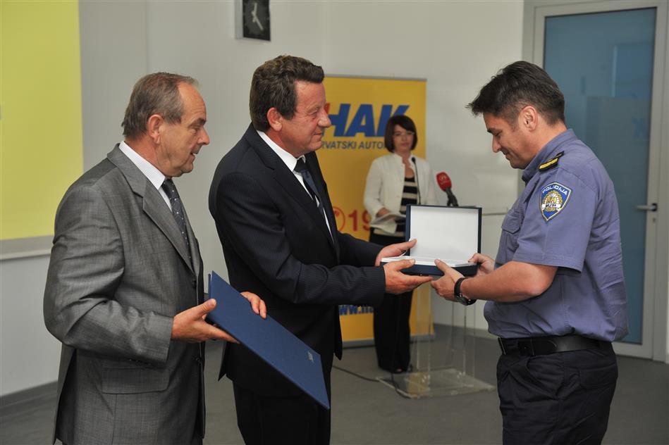 Dobitnici priznanja za postignute rezultate u radu na prometnoj preventivi i unapređivanju sigurnosti cestovnog prometa
