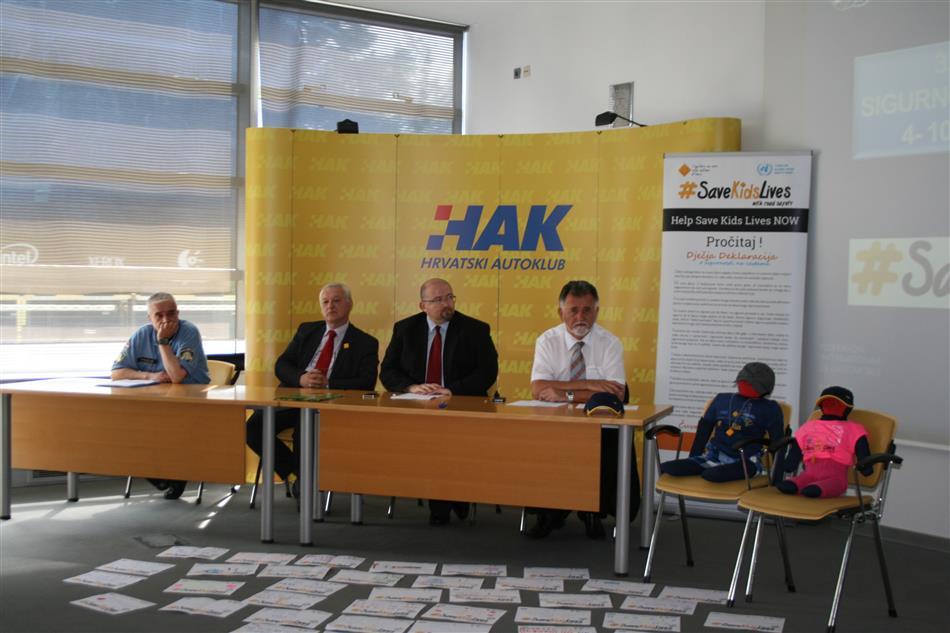 Save Kids Lifes - S lijeva na desno: Miron Huljan - MUP,  Darko Brozović, Alan Vojvodić i Krešimir Viduka iz HAK-a