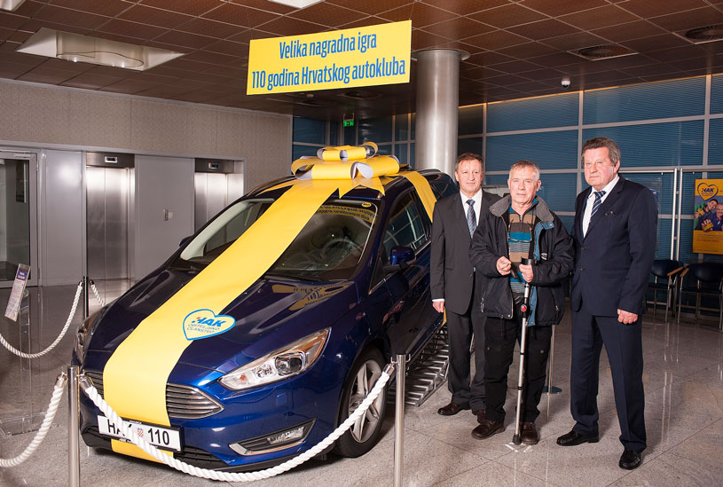 Dobitnik prve nagrade g. Milan Škulić, Predsjednik Autokluba Zadar Ivan Dujić i Predsjednik HAK-a g. Slavko Tušek