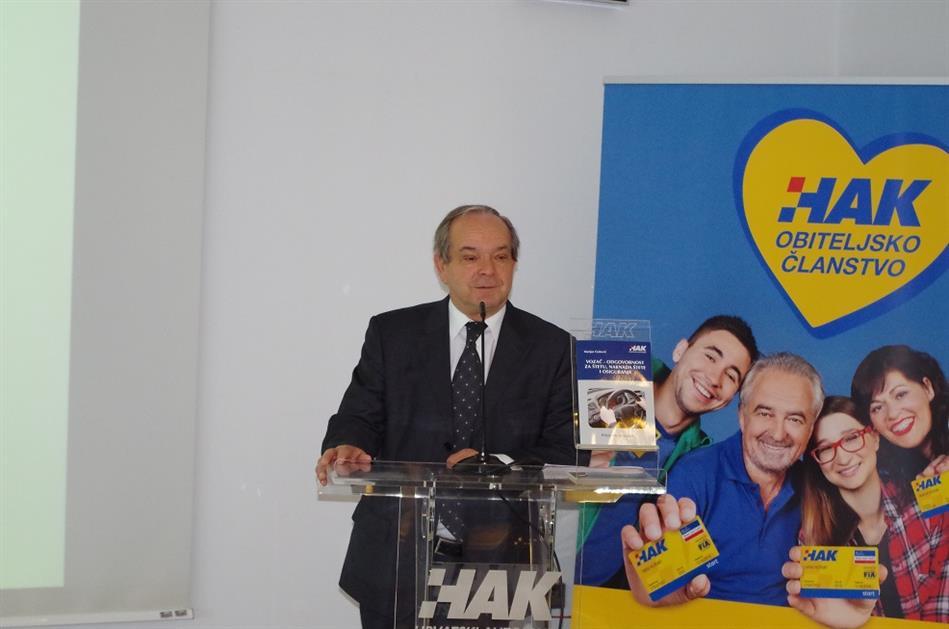 Autor Priručnika prof. dr. sc. Marijan Ćurković