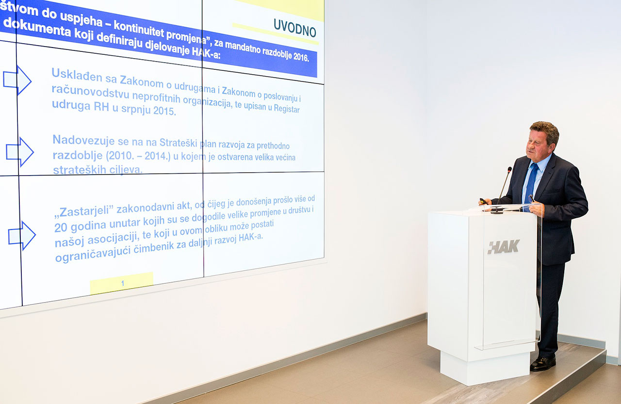Predsjednik Hrvatskog autokluba Slavko Tušek predstavlja svoj program za naredno mandatno razdoblje