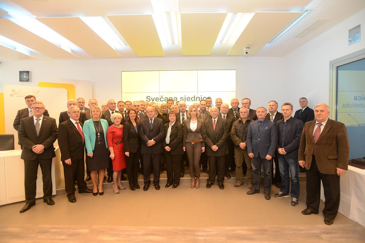 Zajednička fotografija primatelja nagrada i priznanja povodom 110. obljetnice HAK-a