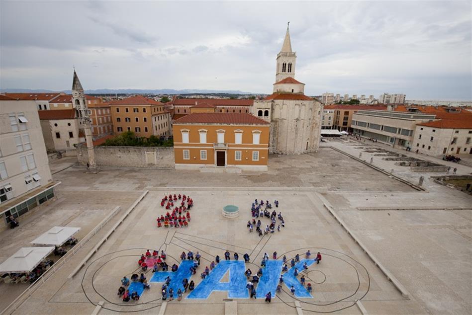 Milenijska fotografija za 25. obljetnicu akcije Sigurno u prometu Zadar