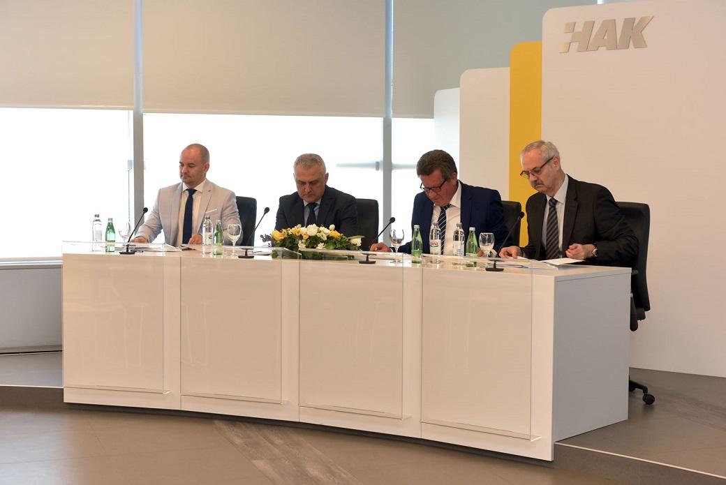 (slijeva) vodstvo HAK-a - dr. sc. Igor Šiško, Ivo Bikić, Slavko Tušek, Željko Mijatović
