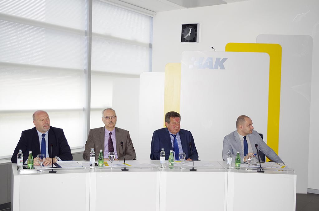(slijeva) dr. sc. Sinan Alispahić - pomoćnik glavnog tajnika, Željko Mijatović - glavni tajnik HAK-a, Slavko Tušek - predsjednik HAK-a, dr. sc. Igor Šiško - zamjenik glavnog tajnika