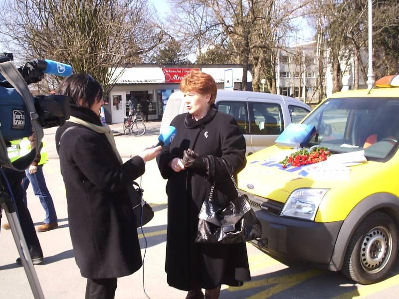 Tajnica AK Marsonia Vesna Kerdić daje izjavu novinarima prilikom provođenja tradicionalne akcije AK Marsonia