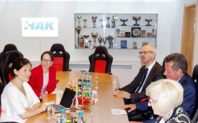 Sastanak tijekom posjete Temeljnom Autoklubu Varaždin