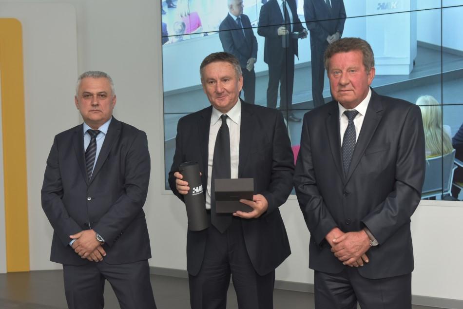 Godišnja nagrada Hrvatskog autokluba uručena je predsjedniku AK Marsonia g Miji Kladariću