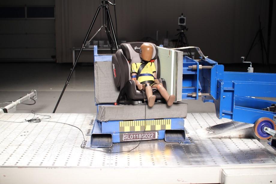 HAK Provedba testiranja dječjih auto sjedalica