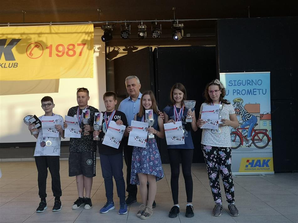 Zamjenik Predsjednika HAK-a Ivo Bikić sa pobjednicima Državnog natjecanja