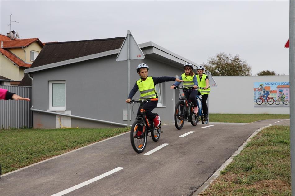 U Autoklubu Vinkovci svečano otvoreno Prometno vježbalište za edukaciju djece biciklista i pješaka