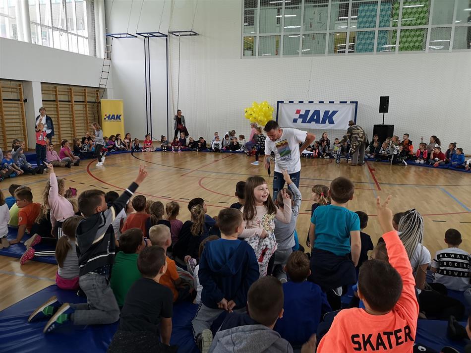 Luka Bulić i kazalište Snješko zabavljali su djecu