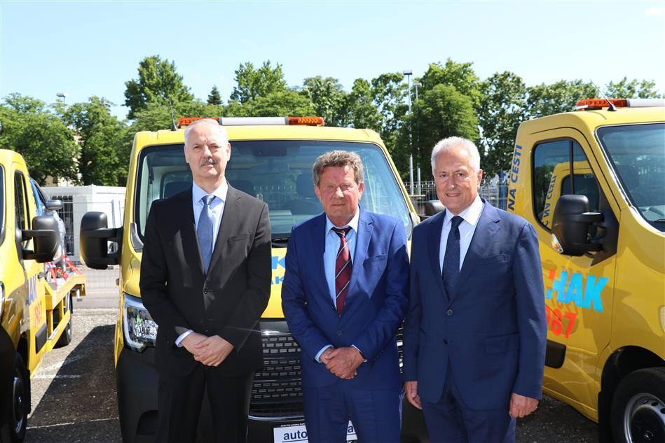 Predsjednik HAKa Slavko Tušek sa glavnim izvršnim direktorom Auto-Hrvatske Bogdanom Tihavom i glavnim tajnikom HAK-a Željkom Mijatovićem