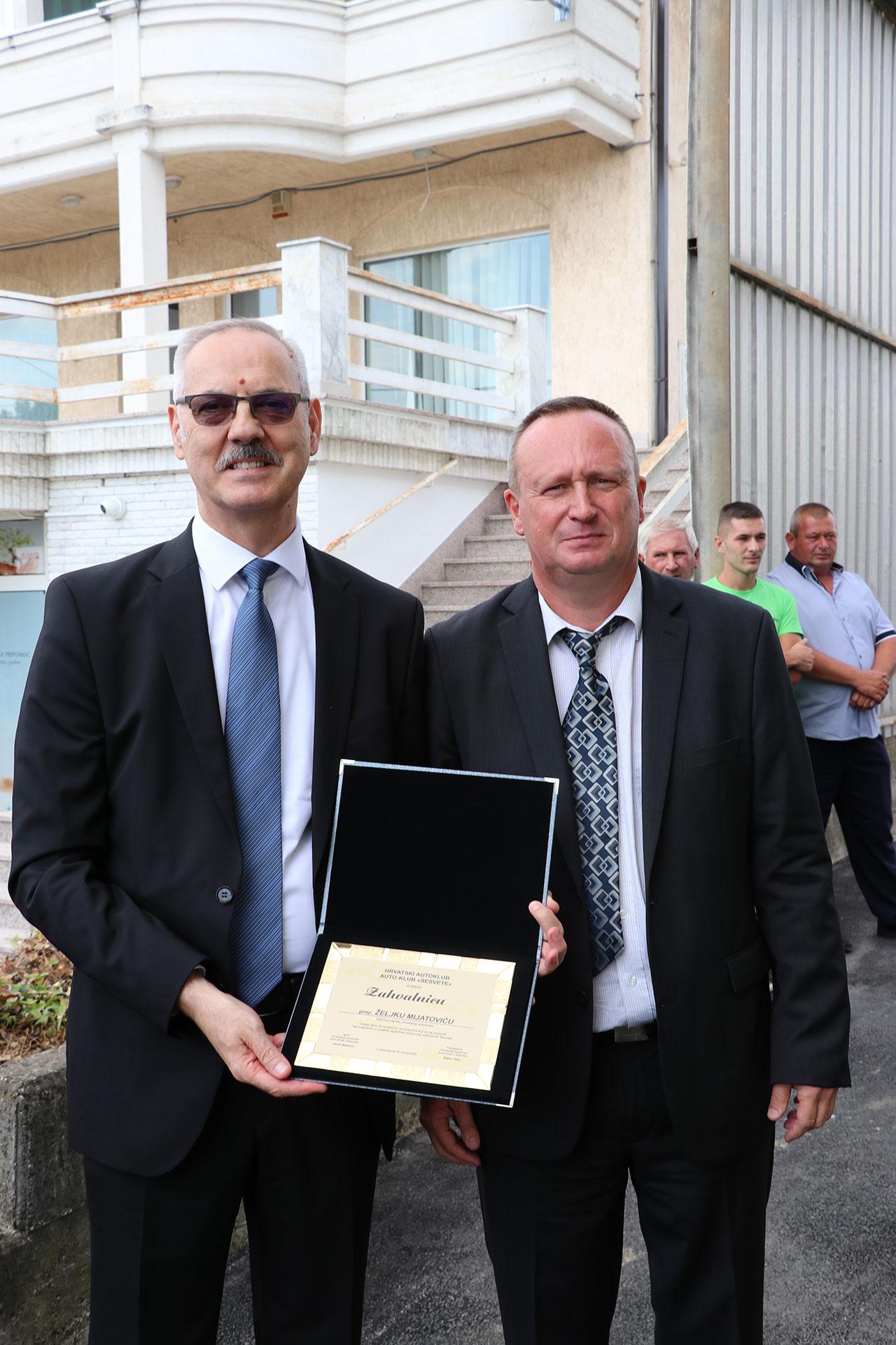 Glavni tajnik HAK-a Željko Mijatović i tajnik Autokluba Sesvete Damir Matacun