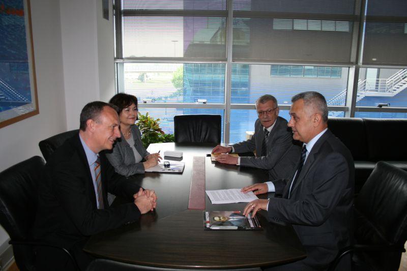 Jacob Bangsgaard, direktor FIA Regije I, u razgovoru s predsjednikom HAK-a Ivom Bikićem glavnim tajnikom HAK-a Zvonkom Šmukom i voditeljicom međunarodrodnih projekta HAK-a Evom Kostevc